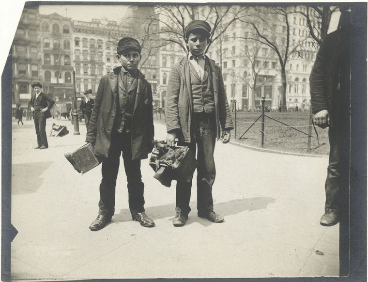 Bootblacks, City Hall Park, NYC. (1896)
