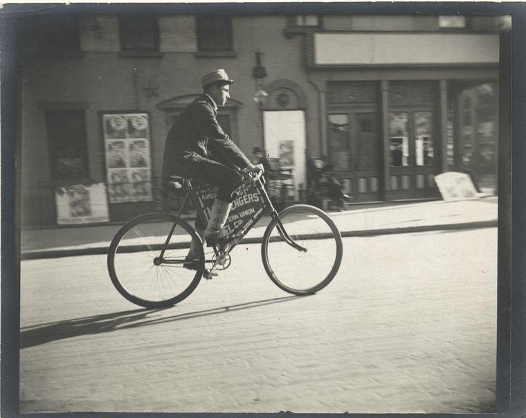 Messenger boy. (1896)