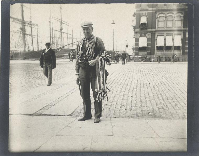 Peddler [of suspenders]. (1896)