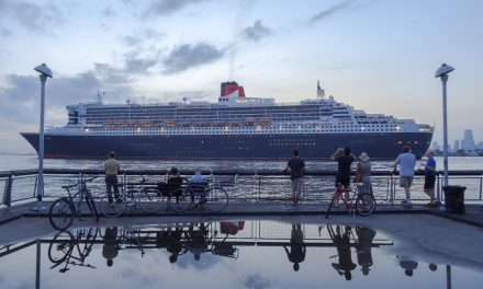 Ее Величество покидает порт
