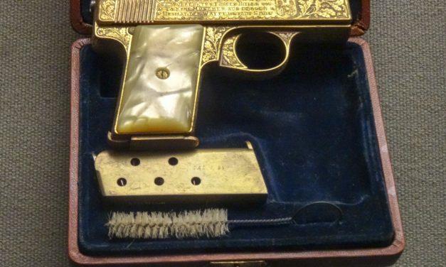 Пистолет Гитлера и другие экспонаты музея Военной академии США Вест-Поинт