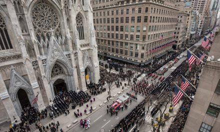 Прощание с погибшим нью-йоркским пожарным