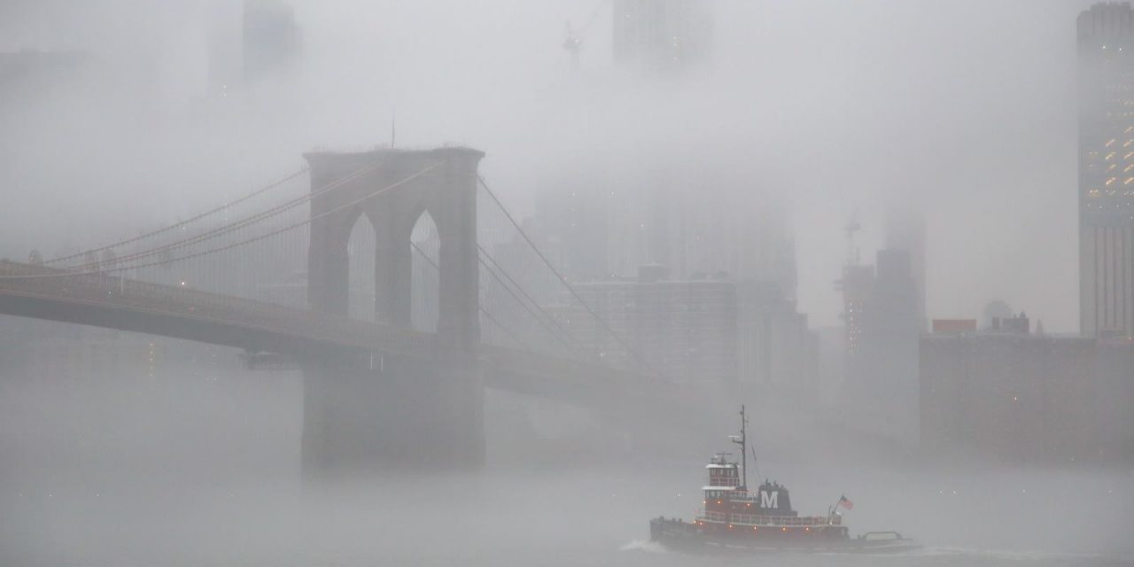 Немного сегодняшнего нью-йоркского тумана вам. Сфоткал в бруклинском Дамбо после работы.