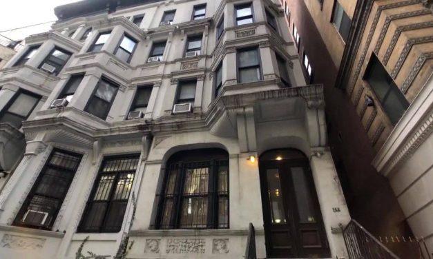 Она хотела бы жить на Манхэттене, но по карману ей был только шкаф