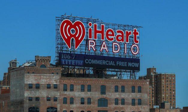 Недавно узнал, как местные называют этот огромный рекламный баннер на крыше здания в Бронксе