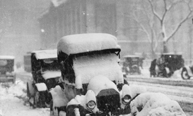 За неимением фотографий сегодняшнего снега, запощу фото столетней давности
