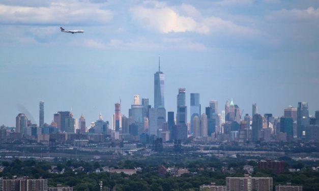 Самолет и башня Всемирного торгового центра – не самое комфортное сочетание объектов для Нью-Йорка