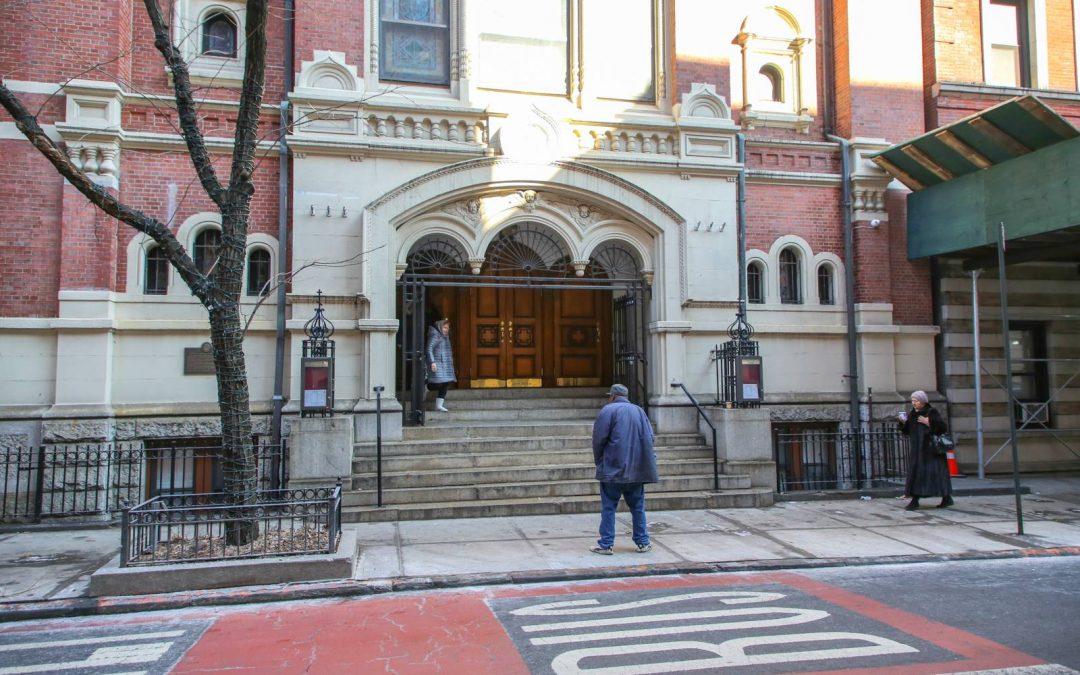 В воскресенье оказался у Свято-Николаевского собора Русской православной церкви на Манхэттене и …
