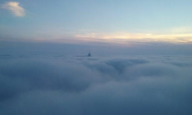Вид на башню Всемирного торгового центра со 102-го этажа Эмпайр-стейт-билдинг
