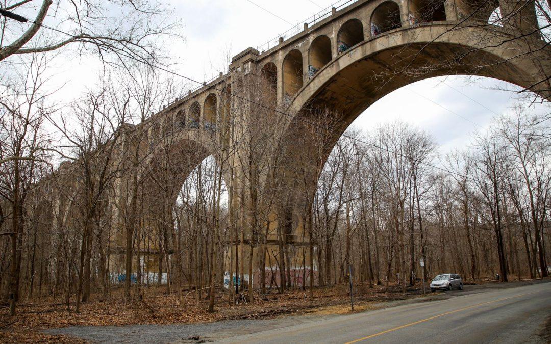 Заброшенный железнодорожный виадук Полинскилл в Нью-Джерси