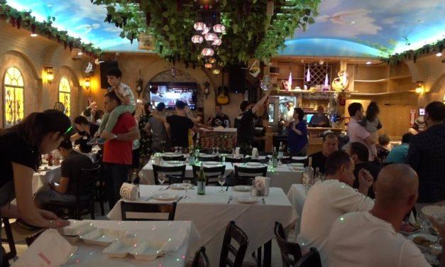 Занесло меня вчера вечером в Куинс в бухарский ресторан, от чего случился легкий культурный шок