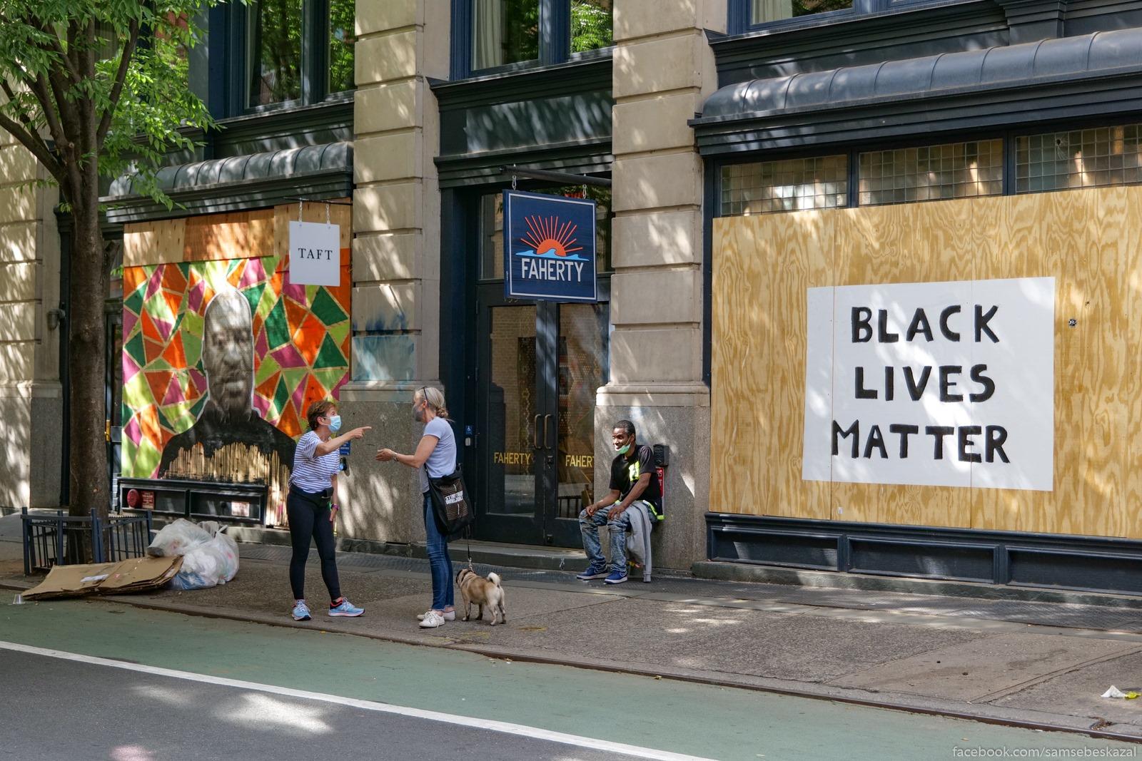 Протесты по-прежнему проходят каждый день по всему Нью-Йорку, но былого задора