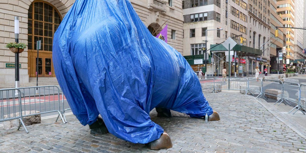 В Нью-Йорке установилась привычная июльская жара и и без того замедливший свой бег город стал …