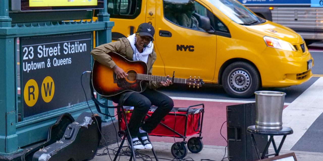 Гуляя по Нью-Йорку я достаточно часто встречаю уличных музыкантов разного уровня …