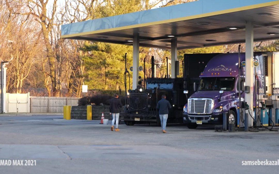 Когда заехал на заправку и встретил там грузовик из Безумного Макса